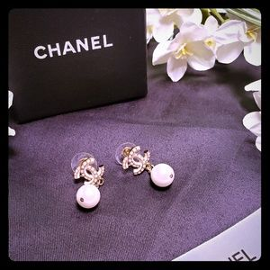 💓 Chanel CC Dangling Pearl Earrings 💓